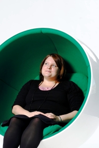 Sanna Pirinen työskentelee Ilmarisessa eläkepalvelupäällikkönä ja on mukana Dialogi - naiset johtajiksi -hankkeessa.